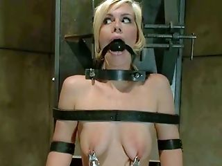 Tied Tara Lynn Foxx With Platinum-blonde Hair And Dark-skinned Eyes