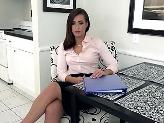 Sexy Well Shaped Lessor Kelsi Monroe Gets So Into Sucking Stiff Dick