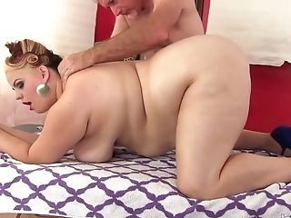 Old Pro Sensuously Massages Fat Beauty Buxom Bella Till Orgasm