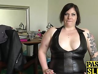 Dark-haired Chubby Elouise Zeal Playing With Cunt For Pleasure