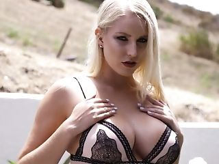 Hypnotizing Bosomy Mummy Vanessa Box Is Experienced In Deep Throating Tasty Dick