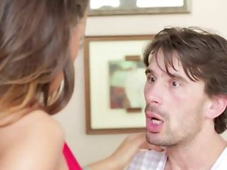 Voluptuous Mummy Gets Amazed By Her Super-sexy Neighbor