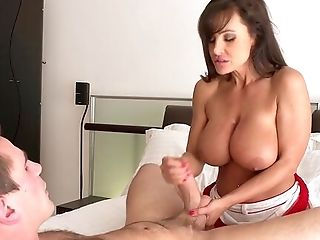 Mummy Amazes With How Good She Can Suck The Dick And How Hard She Can Fuck