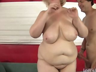 Steamy Bbw Amazon Darjeeling Deep Throats On A Manstick Before Taking It In Her Twat